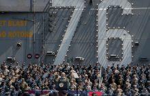 Prejav viceprezidenta USA M. Penceho na palube lietadlovej lode USS Ronald Regan