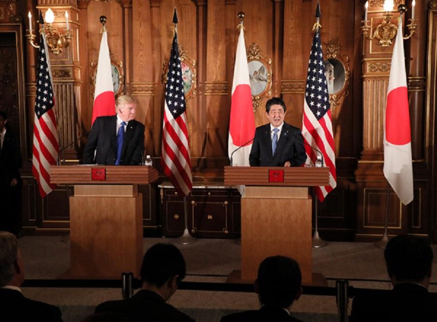 Spoločná tlačová konferencia premiéra Japonska Š. Abeho a prezidenta USA D. Trumpa