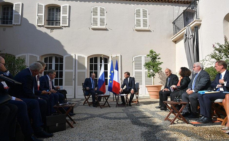 Spoločná tlačová konferencia Macron – Putin