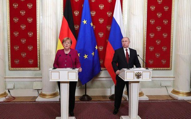 Tlačová konferencia V. Putina a A. Merkelovej po ich rokovaní /plné znenie/